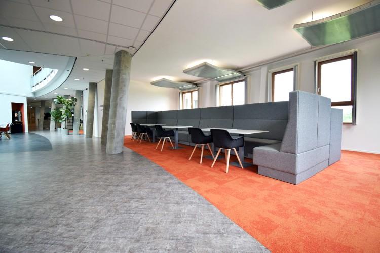 davant_projectmeubilair_beta_loungebank_fscgecertificeerd_hoekopstelling_gemeentehuis