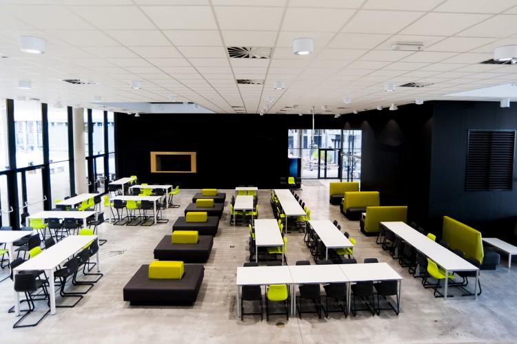 davant_projectmeubilair_onderwijs_adx_ziteilanden_multicolour_vanerum_belgie