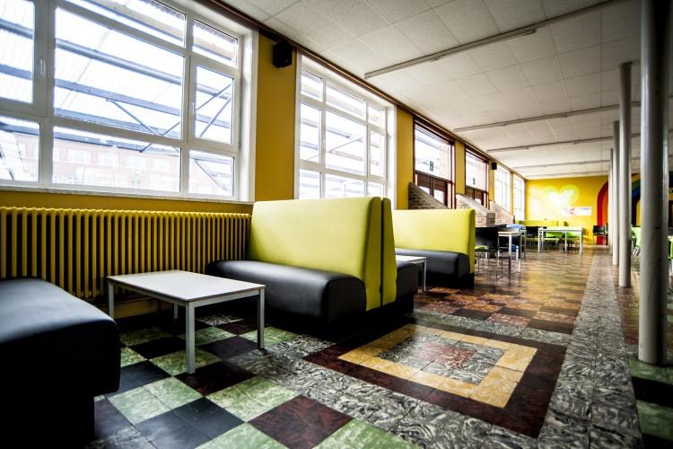 davant_projectmeubilair_onderwijs_treinbanken_multicolour_vanerum_belgie