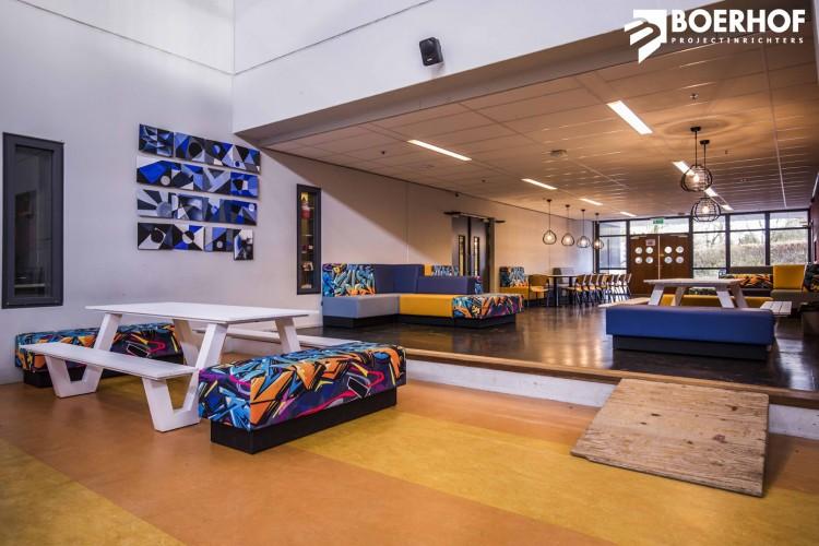 davant_projectmeubilair_zitbanken_voor_het_onderwijs_in_de_aula_boerhof